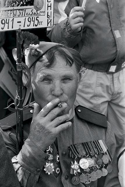 ветераны в Москве. 50 летняя годовщина окончания великой отечественной войны. 9 мая 1995