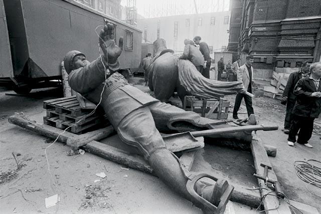 новая статую маршалу Жукову. Москва. 1995