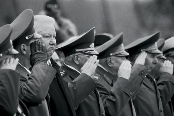 президент ельцин у могилы неизвестного солдата в Москве