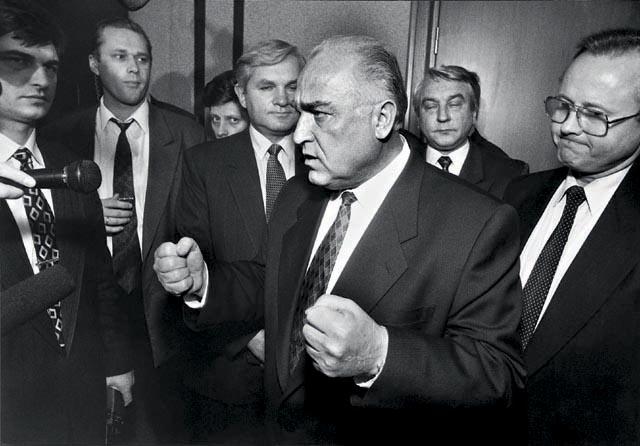 премьер виктор черномырдин убеждает депутатов государственной думы 1996