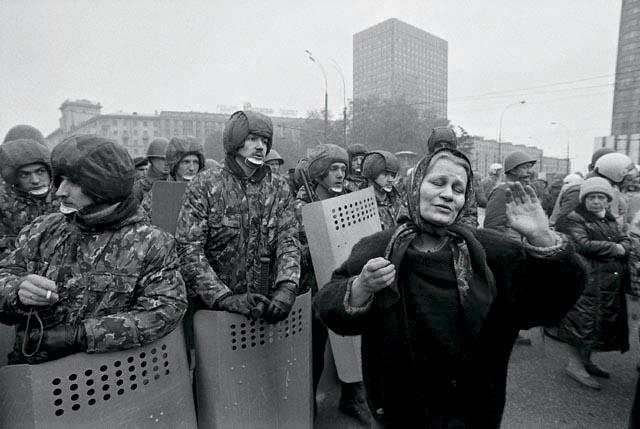 смоленская площадь в москве столкновения сторонников верховного совета с милицией 1993
