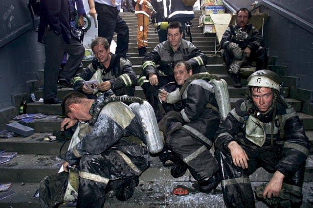 спасательные работы после взрыва на пушкинской площади в москве 2000