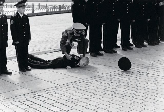 упавший курсант. Москва. 1999