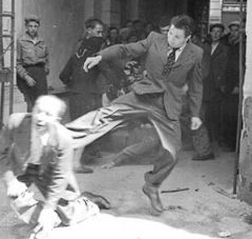 На погром как на праздник - свидомый галичанин одел костюм, галстук и пошел бить ногами пожилого еврея.