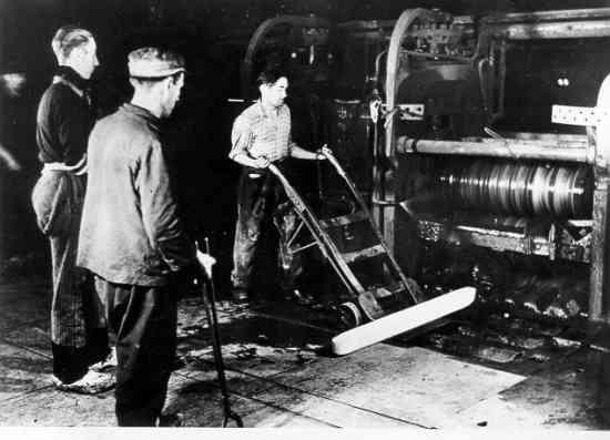 Tschechischer Zwangsarbeiter in einem Walzwerk der Siemens-Werke in Deutschland