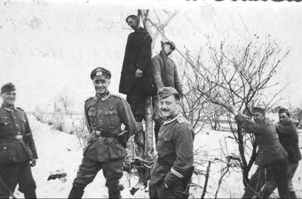 Немцы и повешенный