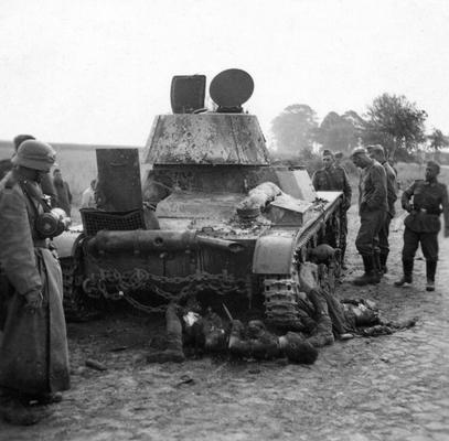 Танковая война. Сгоревшие заживо. A burned out Russian tank