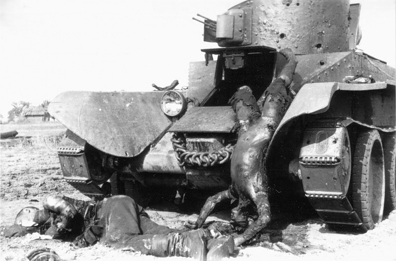 Сгоревший танкист БТ-2 27.6.41
