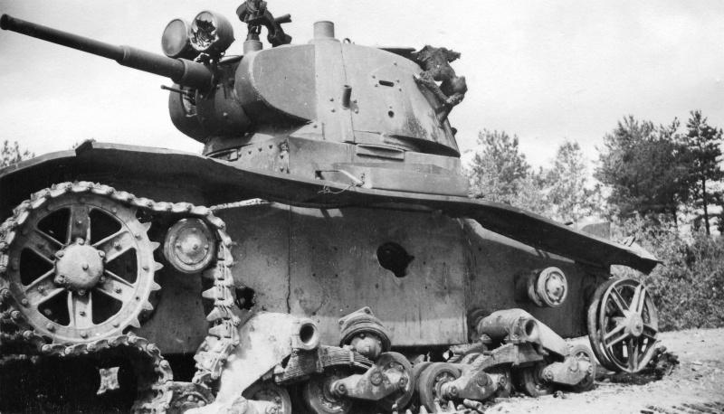 Танковая война. Сгоревшие заживо. A shot down Soviet tank with the burnt tankman inside