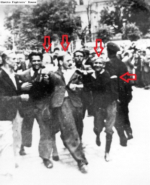 Львов Погром - полицай (справа)+ стрелки