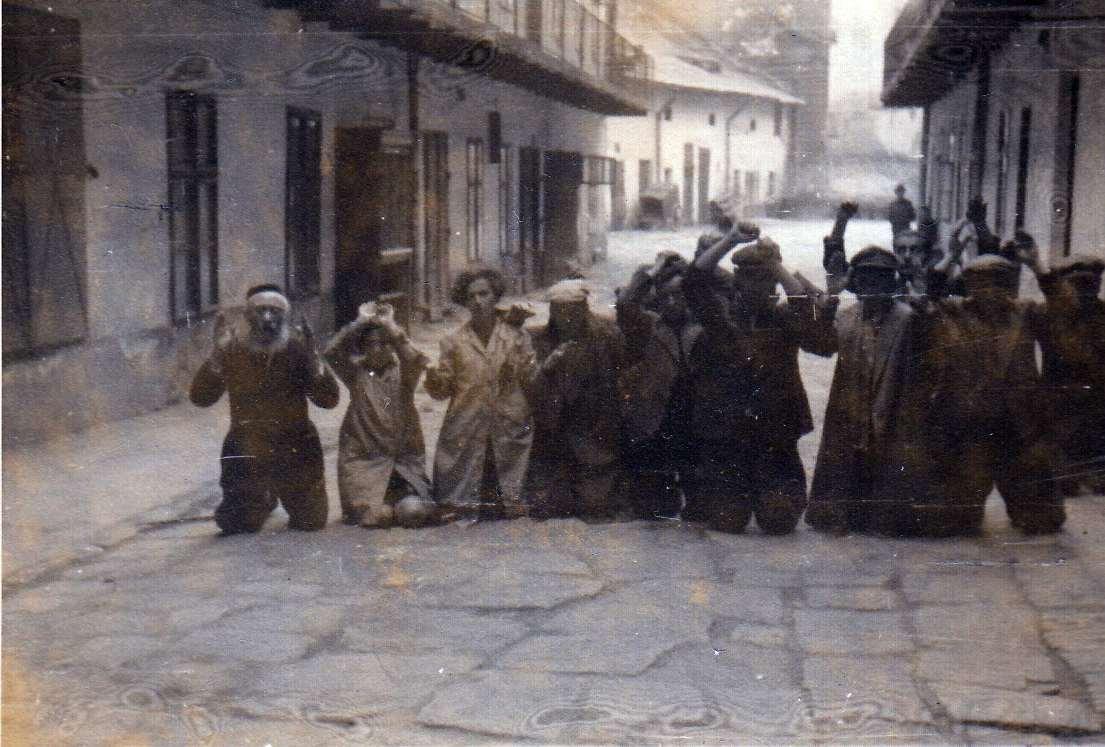 Львов - евреи на коленях
