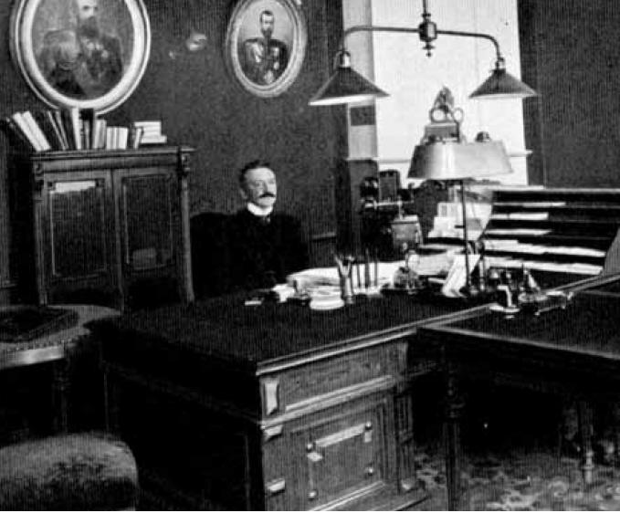 Лопухин в кабинете