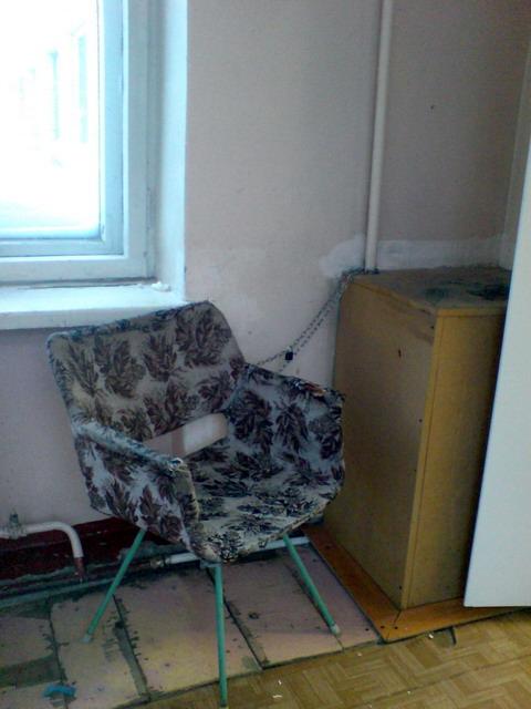 СПб. Б-ца Св. Ольги.2010 -2 (кресло приковано)