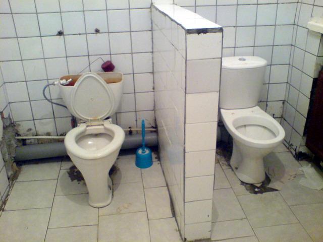 СПб Б-ца Святой Ольги (муж. туалет) 2010
