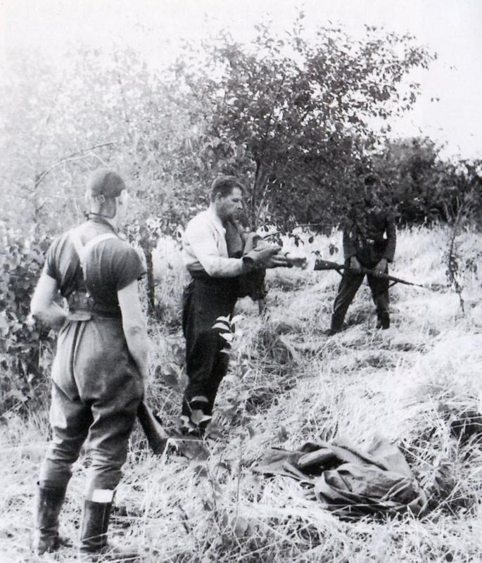 Политработник перед расстрелом 1941 2