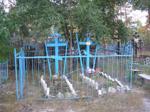 Местное кладбище - жерди1