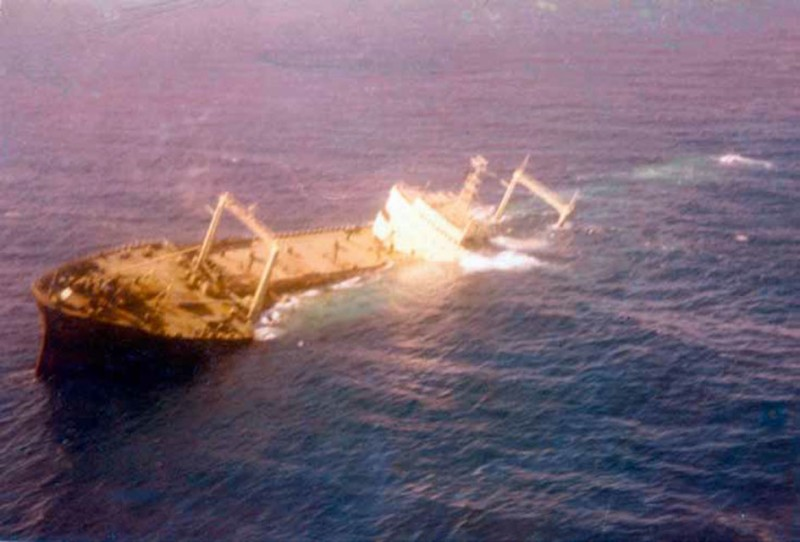 XVI - Тонущий танкер Сириус