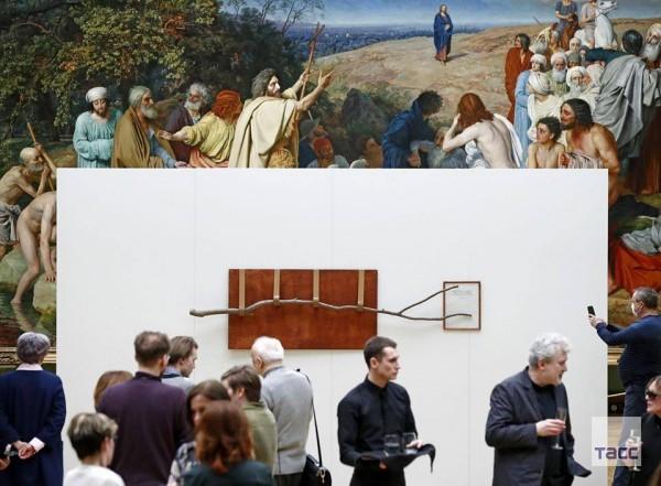 замечательное произведение современного искусства  — «Ветку» Андрея Монастырского — в залах старой Третьяковской галереи.