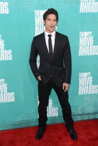 tyler-posey-at-mtv-movie-awards-2012-wearing-dolce-and-gabbana