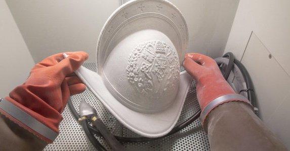 Мода и стиль: Швейцарская гвардия Папы Римского сменит железные шлемы на пластиковые