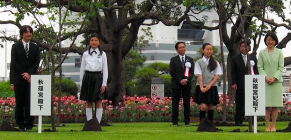 Сама садик я садила... В Японии отметили День Сёва