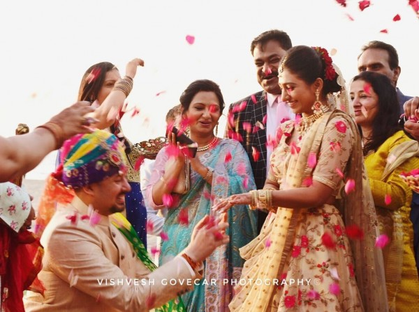 Индийская свадьба: Состоялась помолвка принцессы из королевской семьи Рева engagement-12-rings-exchang