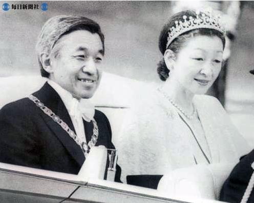 1990_Michiko-Meiji-scroll-tiara