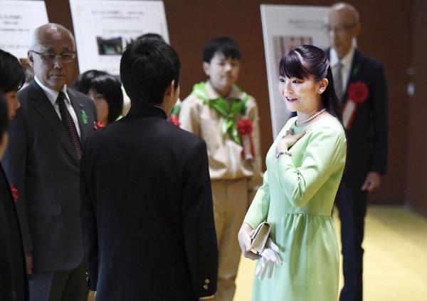 Японские принцессы на работе: День Зелени и родительское собрание Midori no Kansha-sai-03