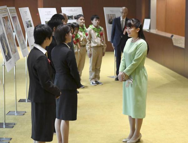 Японские принцессы на работе: День Зелени и родительское собрание Midori no Kansha-sai-04
