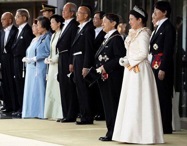 2019-10_коронац-парад-05-платье