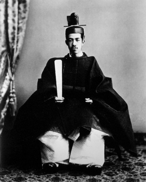 1915_emperor taisho crowning robes