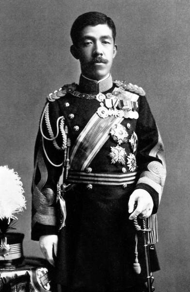 Emperor_Taishō_milit-uniform