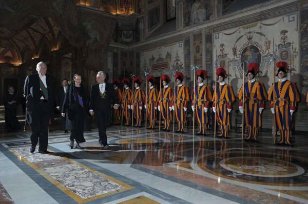 Принцесса Багратиони-Орсини вручила верительные грамоты Папе Франциску