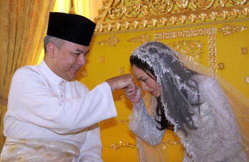 2007_Sult-Perak & Zarah Salim