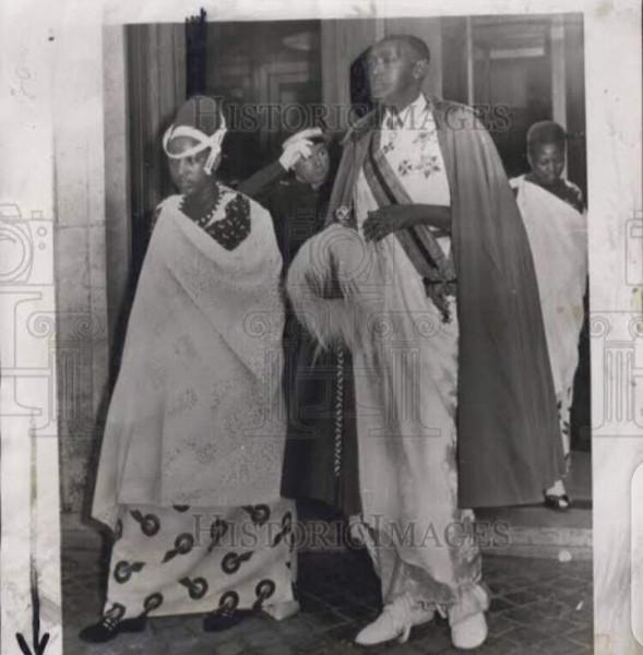 Mutara iii Rudahigwa+Queen Rosalie Gicanda-03