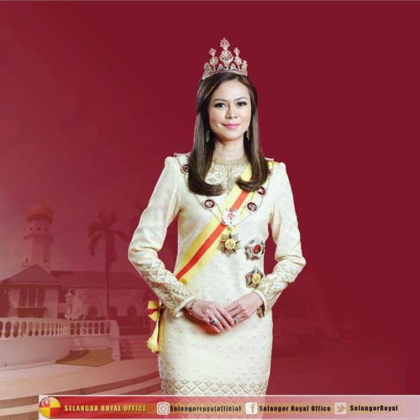 Новый официальный портрет королевы из Малайзии