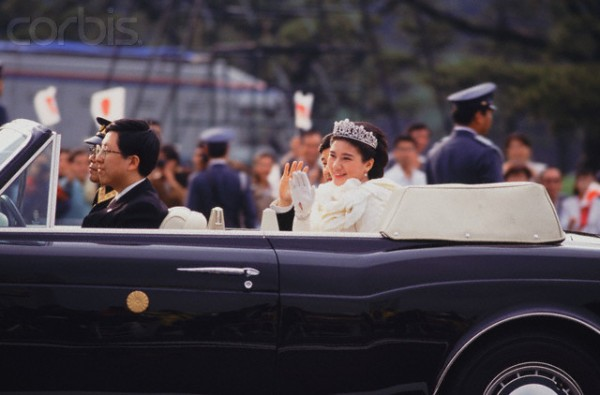 1993_Crown Prince Naruhito and Masako Owada Driving By After Wedding