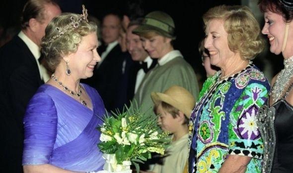 queen-elizabeth-ii-dame-vera-lynn-2