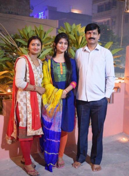 IAS-Vishakha-Yadav-along-with-her-parents