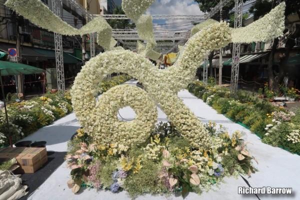 выставка-цвет_800 meter foral display_Yodpiman Flower Market