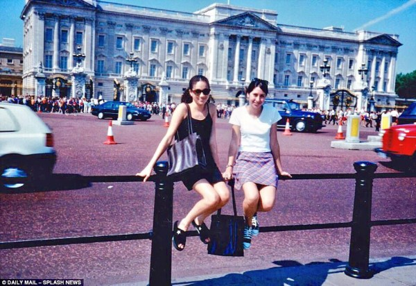 1996_in front of Buckingham Palace