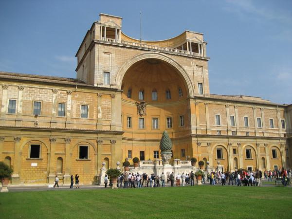 rome-belvedere-courtyard-01