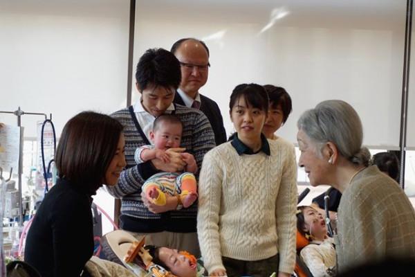 Японская императрица посетила хоспис в Токио