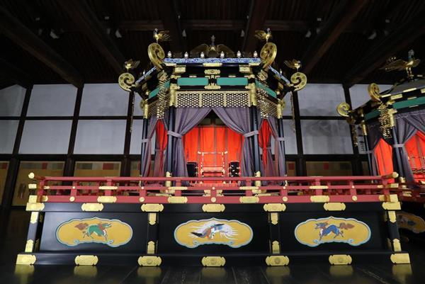 002-трон