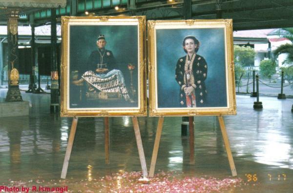 Sri Sultan Hamengku Buwono X and Queen Gusti Kanjeng Ratu Hemas
