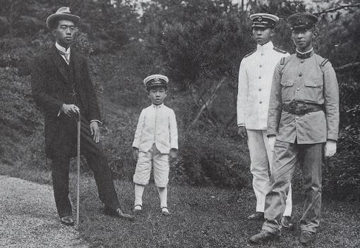 her four children in 1921
