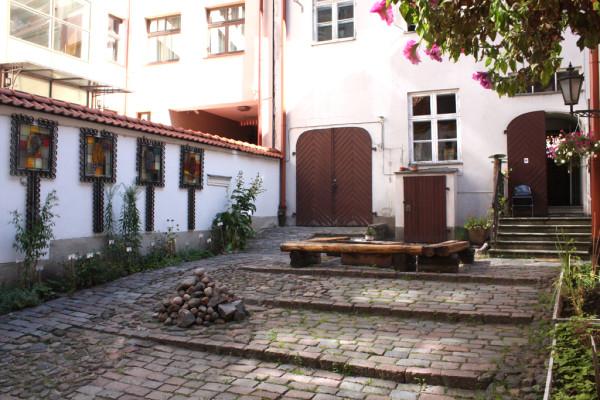Аптечный дворик с огородом