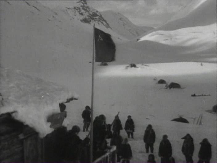 Alitet.uhodit.v.gory.1949.DivX.DVDRip.Kinozal.tv.avi_snapshot_00.23.16_[2019.01.08_23.15.45]