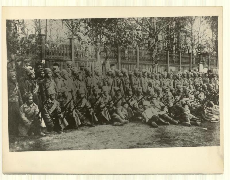 Бойцы китайского батальона, действовавшего в боях вдоль линии ж.д. Екатеринбург-Кушва