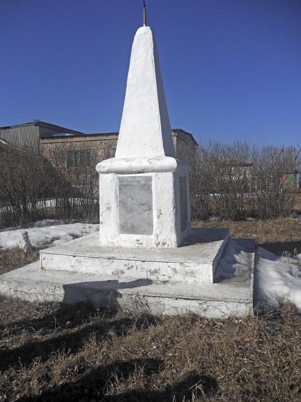 Памятник Ираиде Дмитриевне Селивановской на территории Кособродской обще-образовательной школы